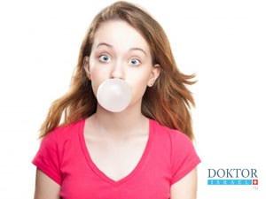 Причина головных болей – жевательная резинка