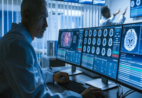 Работа неврологов в научном центре по лечению опухолей головного мозга.