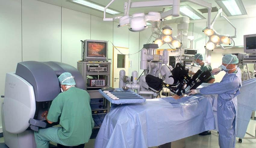 Хирургическая операция в клинике Ассута